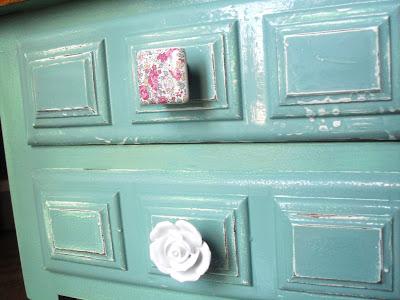 Mesitas re-tuenadas, pintadas en azul aguamarina