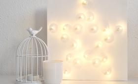 DIY – Cuadro + lámpara con adhesivos,  guirnalda y lienzo